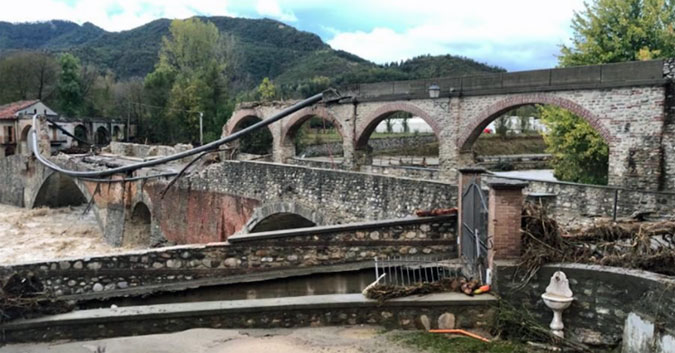 Collapse of the Historic Roman bridge In Bagnasco (Cuneo) from the impact of the Tanaro river